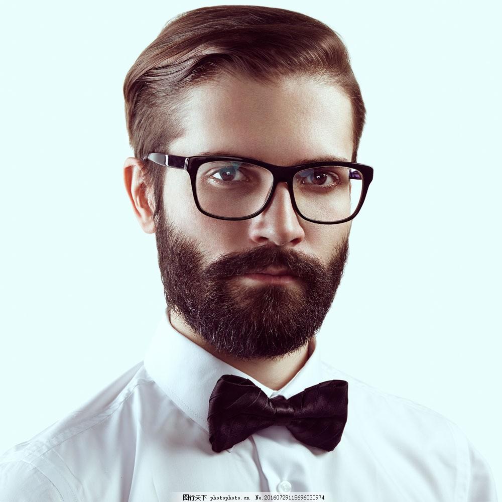 期戴眼镜眼睛�9oh_戴眼镜的外国男人 戴眼镜的外国男人图片素材 外国男性 眼睛 蝴蝶结