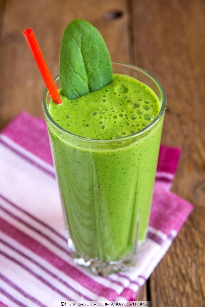 绿色的蔬菜汁图片素材 蔬菜 薄荷 水果 饮料 酒水 桌布 玻璃杯 酒水