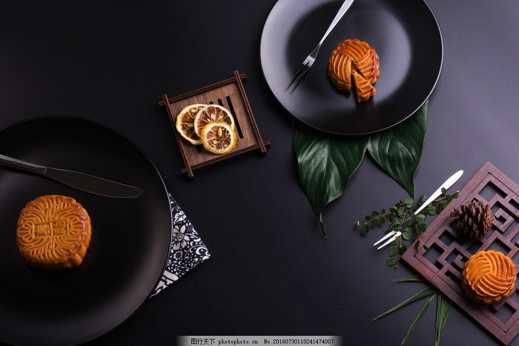 高清 中秋 传统美食 月饼 摆拍 黑色背景 高雅 中秋月饼 中秋素材