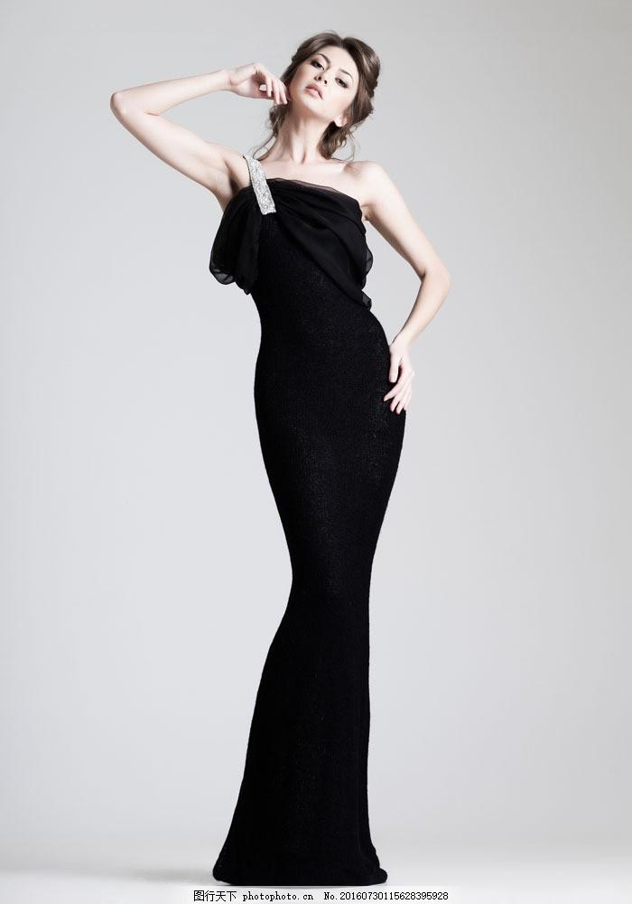 黑色礼服美女图片
