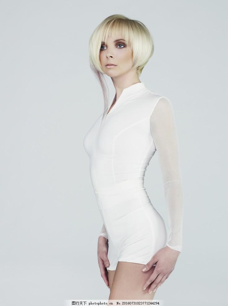 短发美女 银色短发美女 银色短发 银发美女 白发美女 银发 女性发型图片
