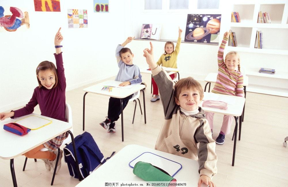 积极举手的男生女生图片素材 外国儿童 可爱 男孩 小男生 小女孩 小