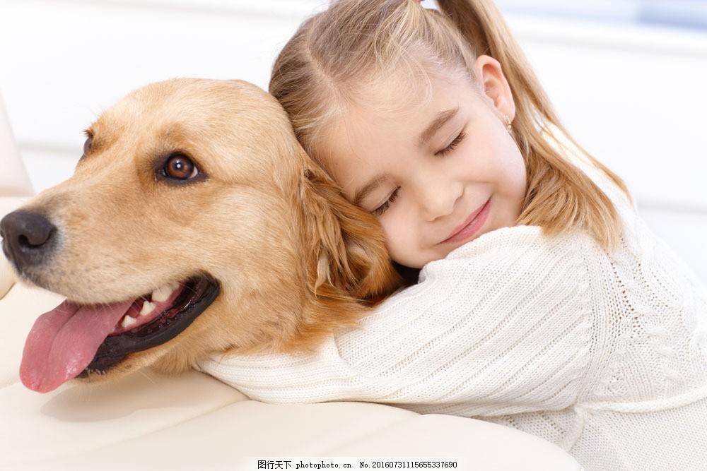 宝宝 外国宝宝 小女孩 外国小女孩 狗 动物 人物摄影 宝宝图片 人物