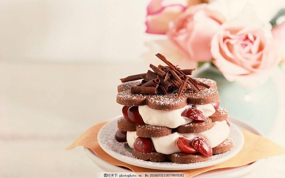 巧克力蛋糕与玫瑰花图片图片