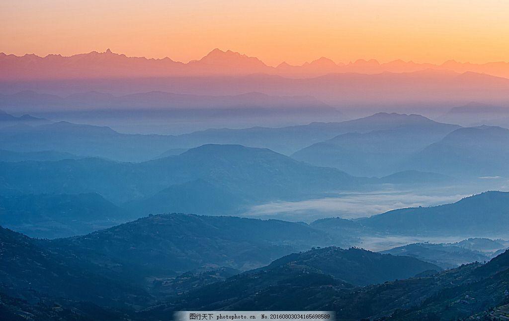黄昏山景 黄昏 抽象 山 大山 云雾 摄影 旅游摄影 自然风景 300dpi