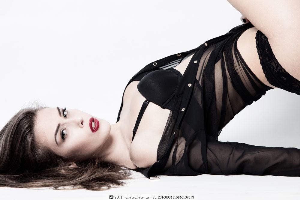 斜躺着的美女 斜躺着的美女图片素材 女人 美女模特 外国美女 人物