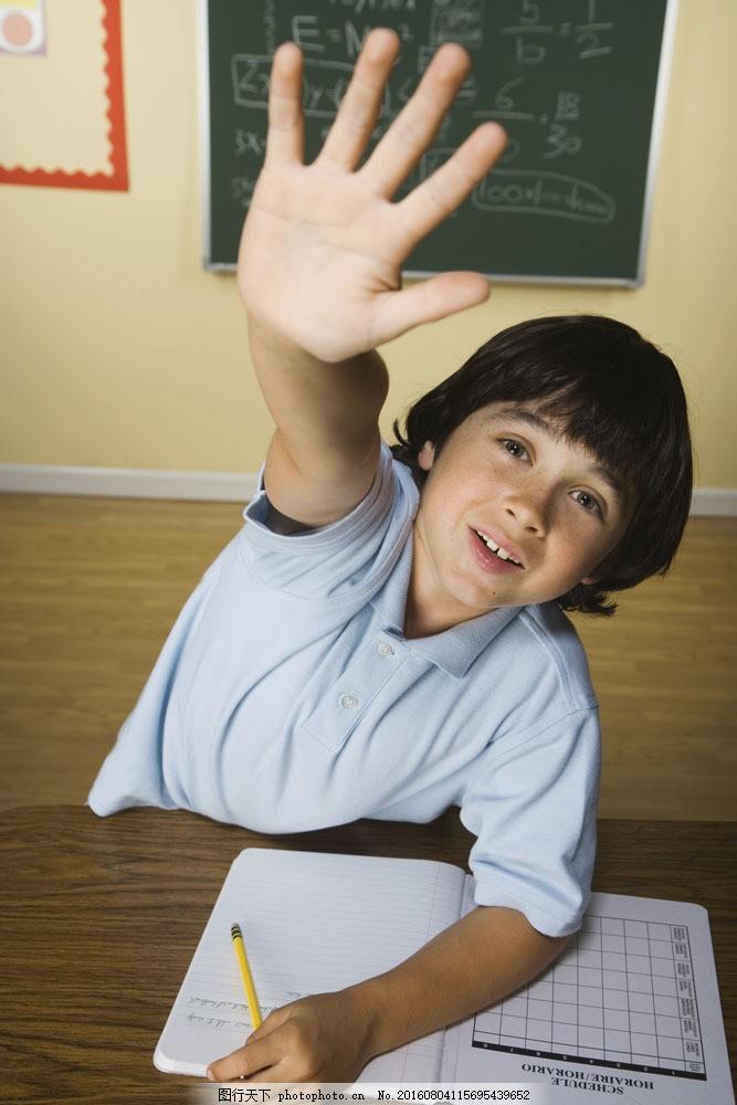 举手积极的小男生图片素材 儿童教育 外国儿童 小男孩 男生 小学生