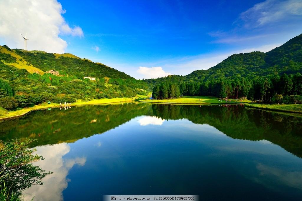 美丽的绿色山水风景图片