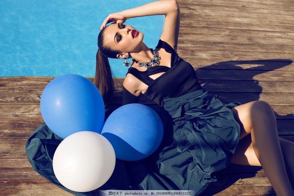 拿着气球的时尚美丽女孩 拿着气球的时尚美丽女孩图片素材 时尚美女