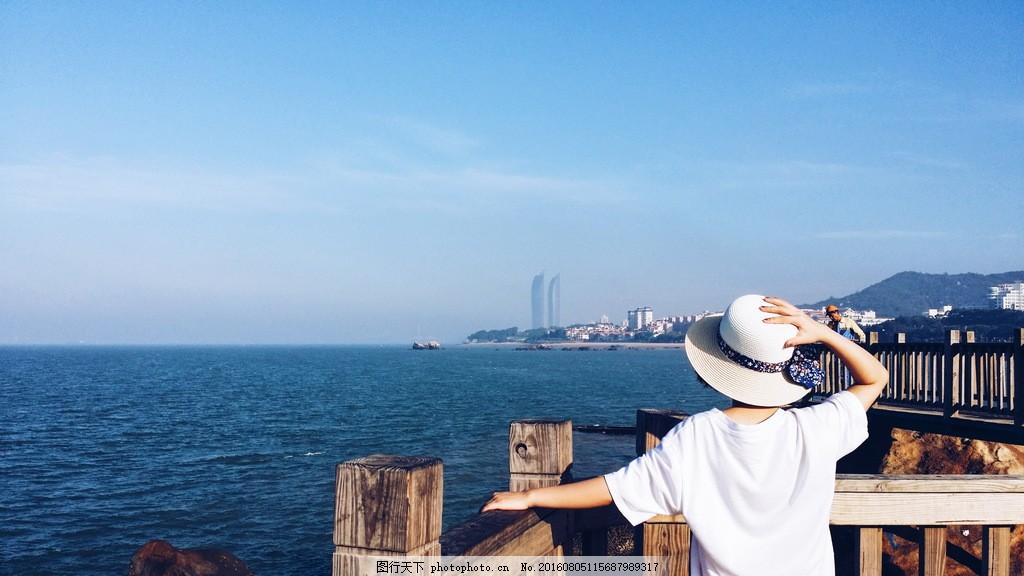 旅游美女背影 旅游美女 背影 看海 海边 大海 海景