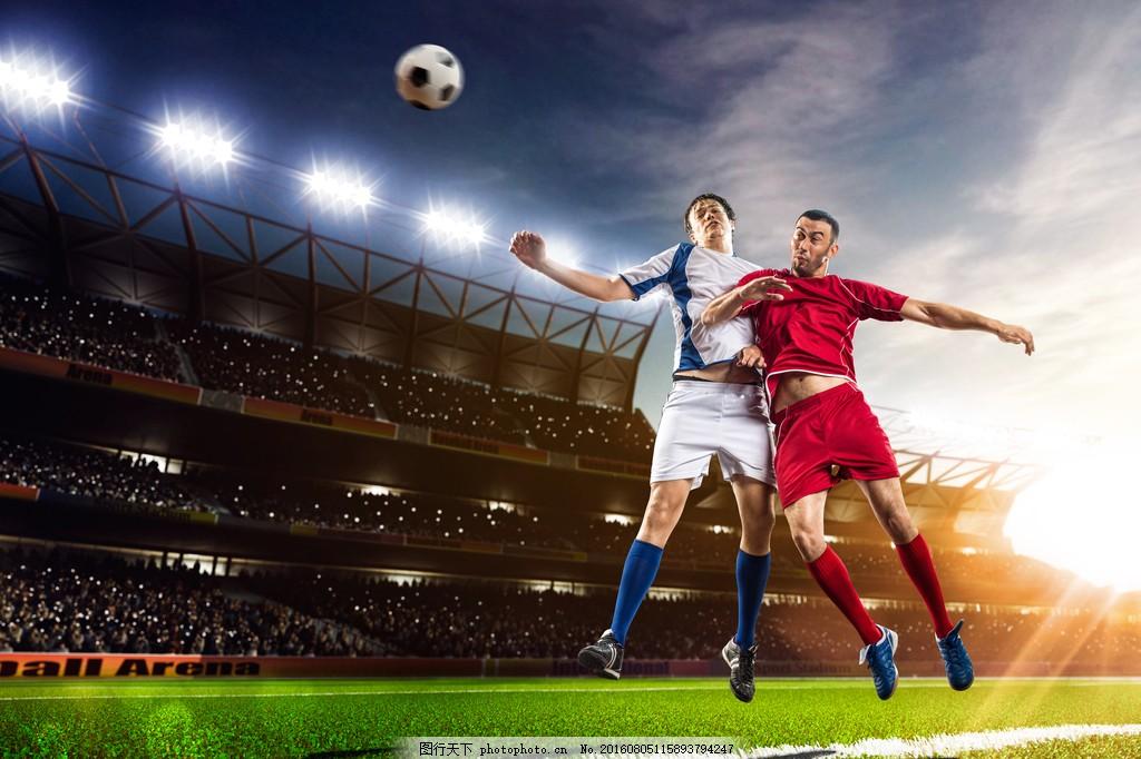 球场足球运动员图片