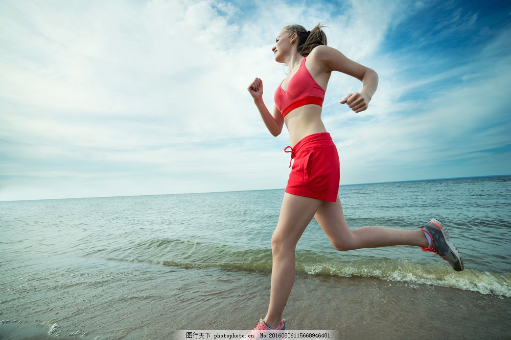 海边跑步运动美女 海边跑步运动美女图片素材 运动人 健身美女 性感