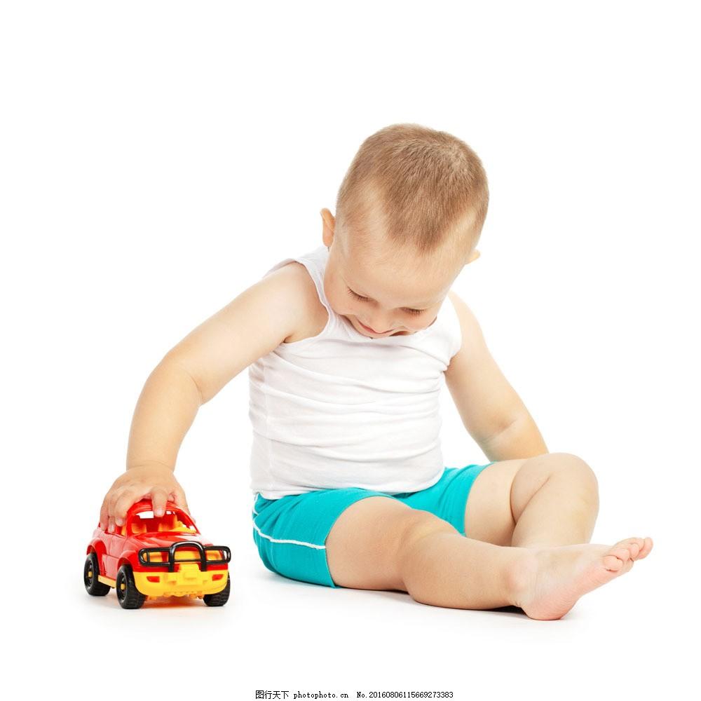 正在玩玩具车的男孩图片素材 玩具 儿童 女孩 外国人 儿童摄影 可爱
