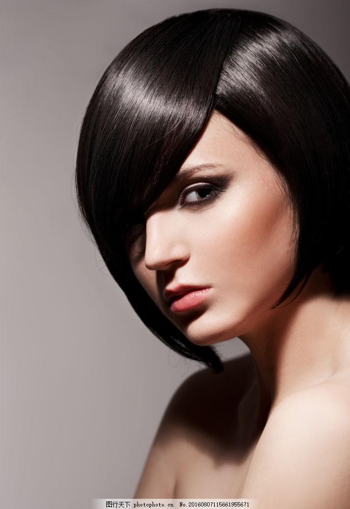 短发造型美女模特图片