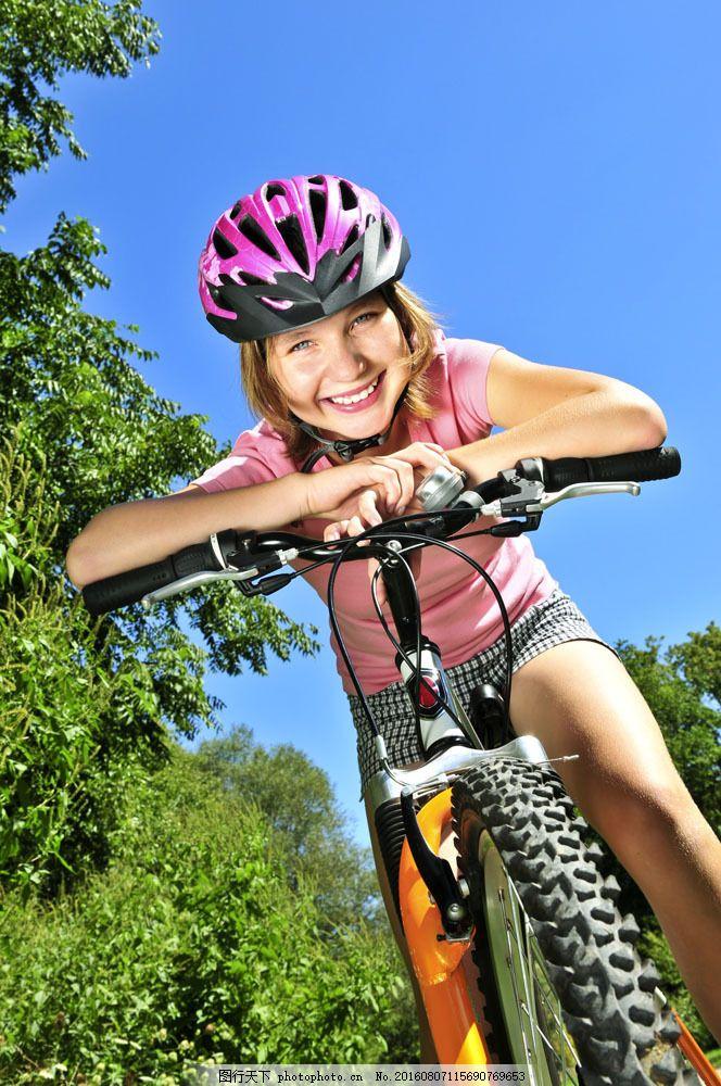 小孩 孩子 可爱 小女孩 骑车 自行车 儿童图片 人物图片 图片素材