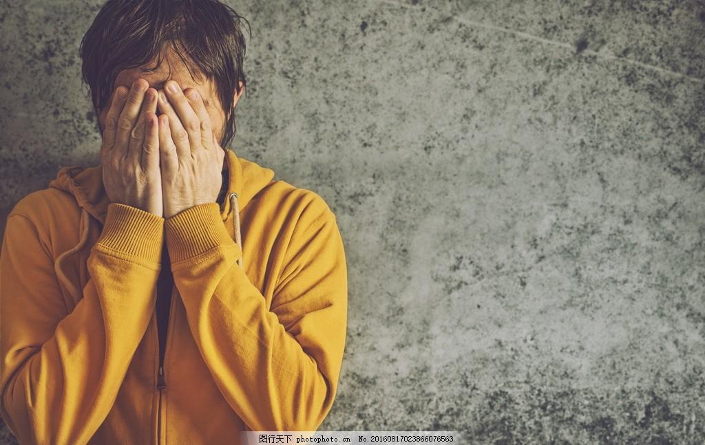 沮丧的男人 郁闷的男人 伤心的男人 哭泣的男人 掩面哭泣 无颜以对 没