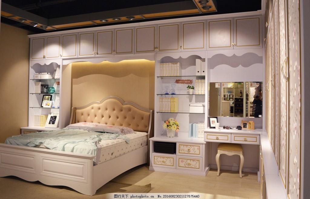 卧室效果图 室内 衣柜 床
