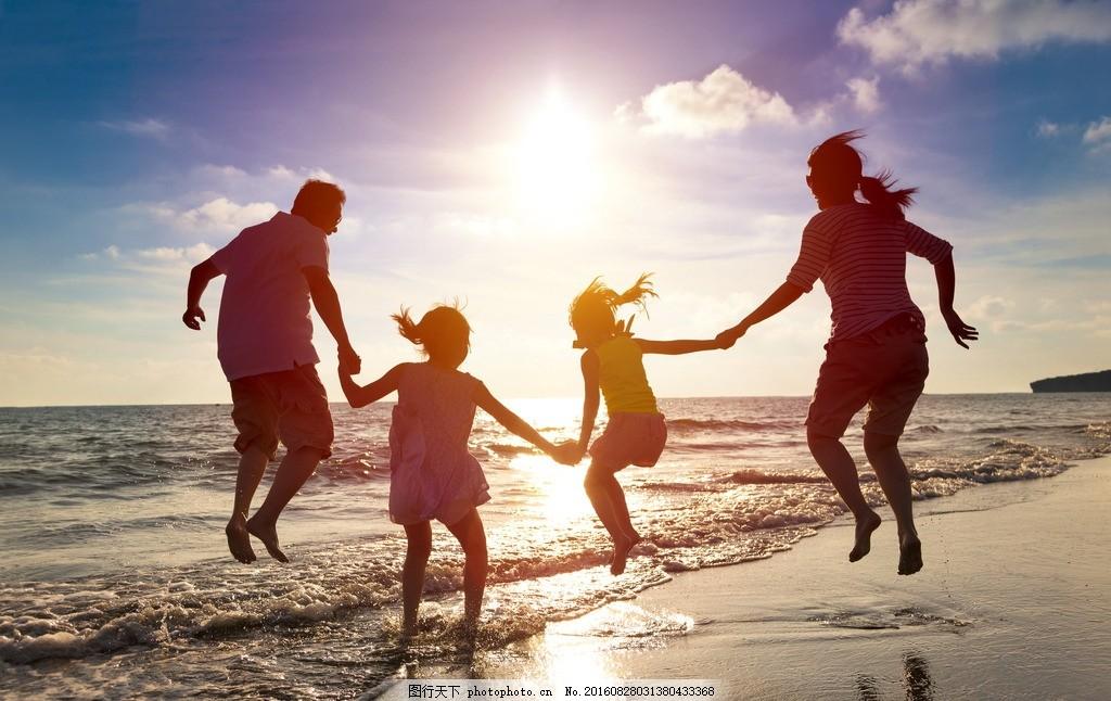 海边 牵手 黄昏 背景 家人 幸福 牵手家人 一家人 游玩 家 夕阳 摄影