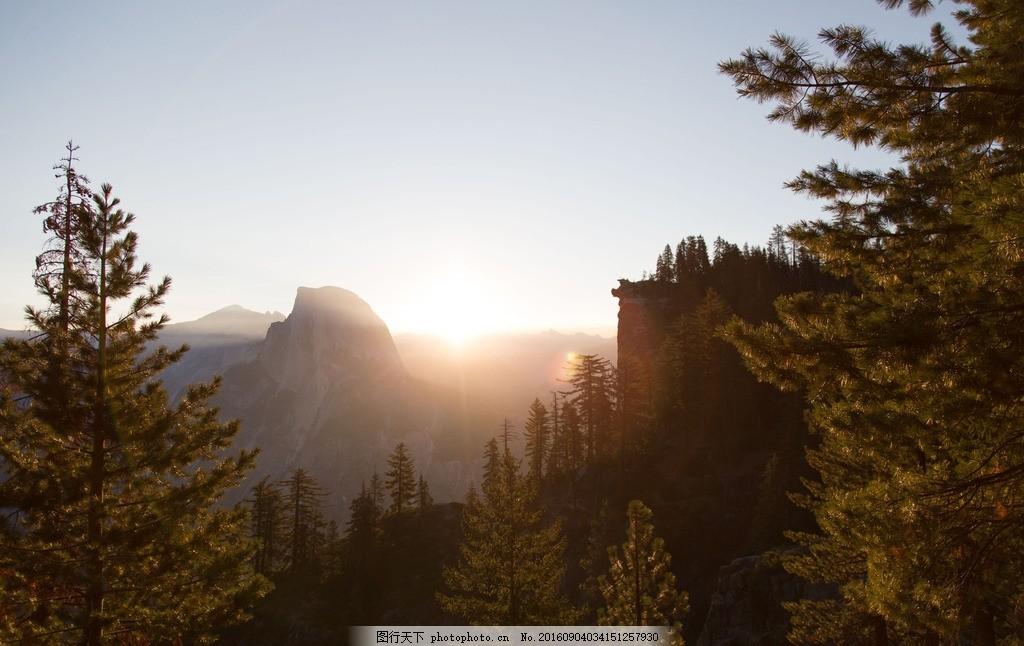 重峦叠嶂 山顶 日出 松树 太阳 摄影 摄影 自然景观 自然风景 240dpi