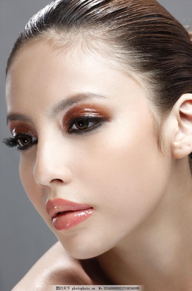 淡妆 化妆 彩妆 妆容 妆面 模特 美女 眼影 眼妆 时尚 发型