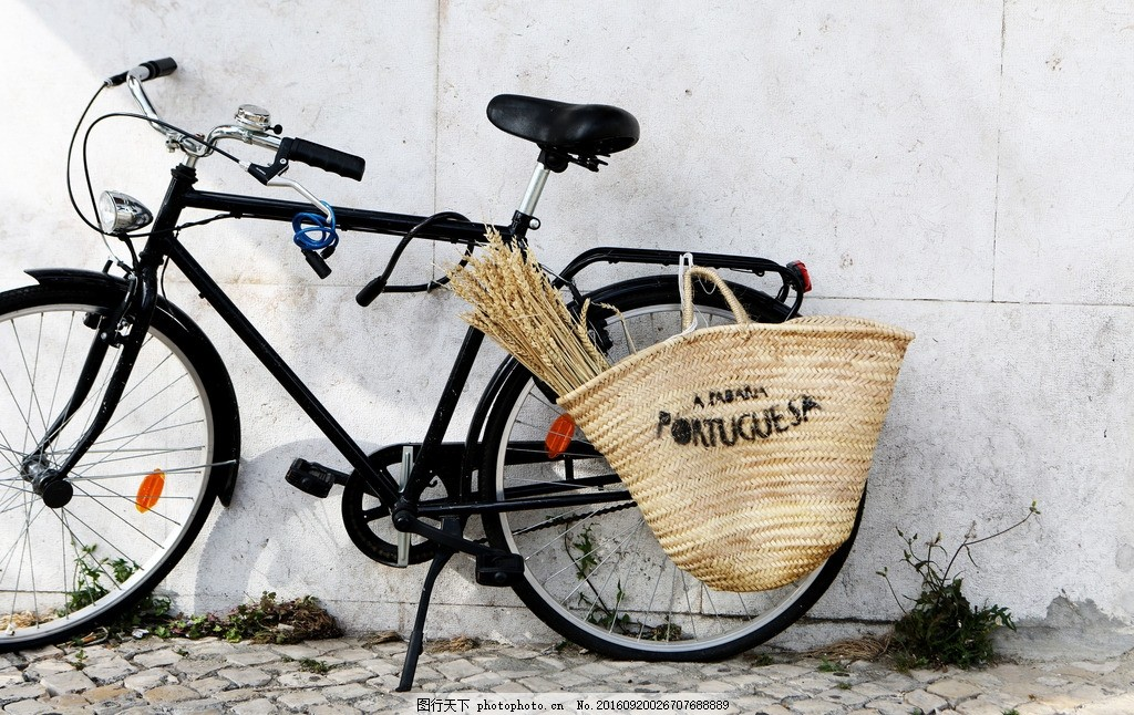自行车 交通工具 单车 脚踏车 白色墙壁 交通工具 摄影 现代科技 交通