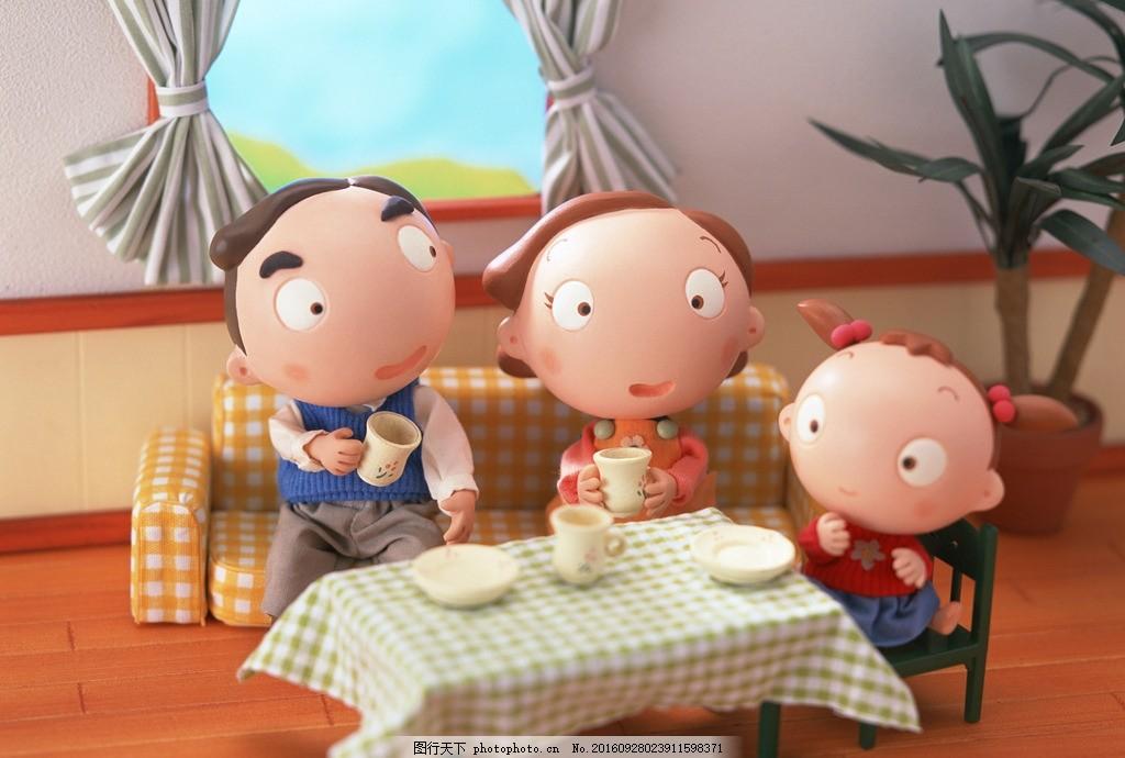 卡通 一家人 卡通小人 父亲 孩子 母亲 卡通幸福 幸福 温暖 快乐 吃饭